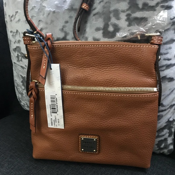 Dooney /& Bourke Pebble Grain Letter Carrier